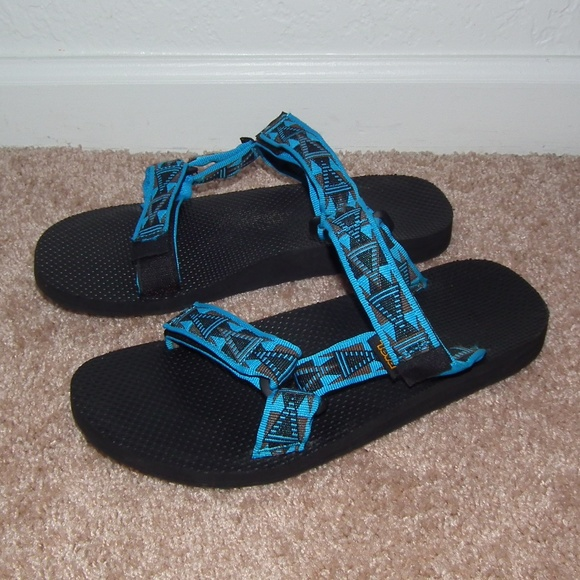 7184a0d41372 M 5b024a062ab8c5ae4f37014d. Other Shoes you may like. Teva deckers flip  flops 11